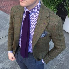 My journey through men's clothing to understand timeless fashion and to develop the etiquette and style of a true Gentleman without taking it all too seriously. Tweed Men, Tweed Jacket, Gents Fashion, Timeless Fashion, Smoking, Knit Tie, Suit And Tie, Mens Outfitters, Gentleman Style