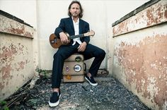 Eddie Vedder 2012 Spring Tour Ukelele Songs| Billboard  Look who asked me to meet him down this back alley after the gig.