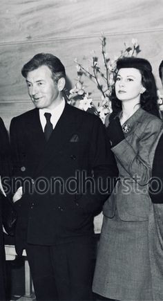 Vivien Leigh and Claude Rains. They co starred in Caesar and Cleopatra Golden Age Of Hollywood, Old Hollywood, British Actresses, Actors & Actresses, Caesar And Cleopatra, Claude Rains, Vivien Leigh, Classic Movie Stars, Gone With The Wind