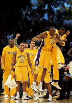 May right before Kobe's ring. Our new coach in the middle of the pack. Nba Champions, Los Angeles Lakers, Basketball Players, Kobe Bryant, Black Mamba, 4 Life, Angles, Middle, Game