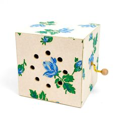 Vintage wallpaper music box - plays Hey Jude. Lovely.
