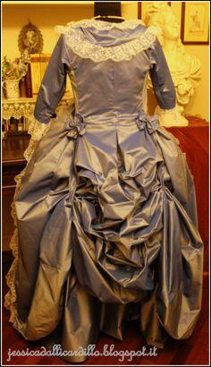 Marie-Antoinette à la rose dress  http://upload.wikimedia.org/wikipedia/commons/5/5f/Louise_Elisabeth_Vig%C3%A9e-Lebrun_-_Marie-Antoinette_dit_%C2%AB_%C3%A0_la_Rose_%C2%BB_-_Google_Art_Project.jpg  #marieantoinette #dress #marie #antoinette #robe à la #sultane #polonaise #18th #century #rococo