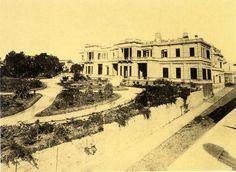 palacete en Alvear y Libertad, vivia Saturnino Unzue de Alvear , el parque era compartido por 3 familias