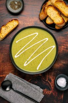 This vegan broccoli soup is creamy, hearty, nourishing and ready in 30 minutes! It makes a wonderful appetizer but it's also filling enough to have as a main course. #vegan #plantbased | lovingitvegan.com