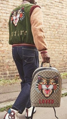 amazing tiger print gucci backpack Vintage Fashion Photography, Fashion Vintage, Modern Mens Fashion, Men Fashion, Fashion Looks, Fashion Trends, Fashion Photography Inspiration, Editorial Fashion, Fashion Bags