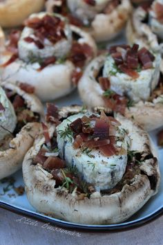 champignons farcis au fromage de chèvre Mets, Baked Potato, Camembert Cheese, Dairy, Potatoes, Baking, Ethnic Recipes, Oui, Food Ideas