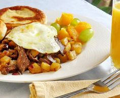 Leftover Prime Rib Hash - an outstanding brunch idea to use up your leftover prime rib roast or steak. An amazing weekend comfort food meal idea too, for those of us who, on occasion, are fond of eating breakfast for dinner. Breakfast For Dinner, Breakfast Time, Breakfast Recipes, Dinner Recipes, Breakfast Ideas, Brunch Ideas, Leftover Prime Rib, Leftover Steak, Beef Recipes