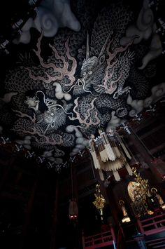 Ceiling paint at Kennin-ji temple, Kyoto, Japan 建仁寺 京都 i know unlikely to fit in a home, but i'm freaky for lighting.