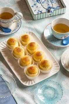 Receta de piononos de Santa Fe paso a paso Pionono Recipe, Kitchen Recipes, Baking Recipes, Mini Desserts, Vintage Recipes, Sweet And Salty, Desert Recipes, Mini Cakes, Yema