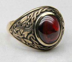 Celtic men's ring. 14K gold, garnet.