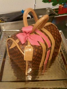 Louie Vuitton Handbag cake