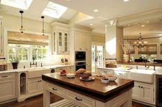 küche kochinsel landhausstil weiß oberlichter