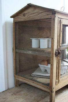geef wandkastje brocante een stoere grijze kleur sjabloneer een nummer op stoel juian voor een. Black Bedroom Furniture Sets. Home Design Ideas