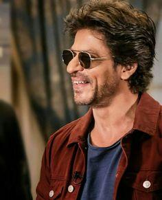 Smile❤😘 Indian Bollywood, Bollywood Stars, Chak De India, Sr K, Best Hero, Sara Ali Khan, King Of Hearts, Shahrukh Khan, No One Loves Me