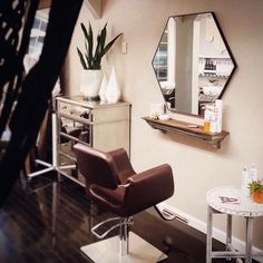 The Hex Wall Mirror looks great in your home, but it looks even better styled at your work spaces! Home Beauty Salon, Home Hair Salons, Beauty Salon Design, Beauty Salon Interior, Beauty Room, In Home Salon, Small Salon, Suite Life, Living Room Remodel