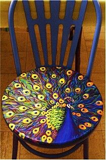 Peacock chair I love peacocks! It'd be fun to have different painted chairs : ) Funky Painted Furniture, Cool Furniture, Bedroom Furniture, Modern Furniture, Furniture Design, Moroccan Furniture, Bedroom Decor, Decoupage Furniture, Furniture Chairs