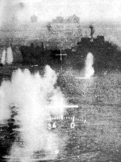 vista desde la cine-ametralladora del avion argentino en plano ataque a los piratas