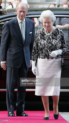 Queen Elizabeth II and The Duke of Edinburgh arrive at a Royal Gala at the Royal Opera House in London June 8 to celebrate her birthday and the. English Royal Family, British Royal Families, God Save The Queen, Galas Photo, Prinz Philip, Elizabeth Philip, Reine Victoria, Windsor, Royal Families