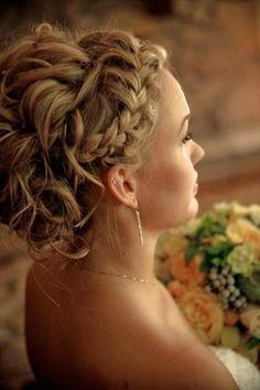 Weddbook ♥ boda ondulado francés Braid. Peinados de novia para pelo largo. Peinado de la boda Braid.   Primavera verano   updo rubia ondulada    trenza rizado