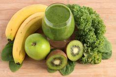 Zelené smoothie s kelom, banánom a kiwi Avocado Smoothie, Smoothies Kiwi, Smoothies Banane, Diabetic Smoothies, Weight Loss Smoothies, Smoothie Recipes, Ginger Smoothie, Detox Shakes, Kiwi And Banana