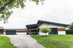 #holzhaus #clt #hausbau #hausbauinspiration #eigenheim Garage Doors, Outdoor Decor, Home Decor, Build House, Projects, Decoration Home, Room Decor, Home Interior Design, Carriage Doors