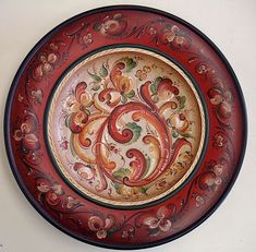 Beautiful example of rosemaling.  Probably my all-time favorite, when it comes to motifs...