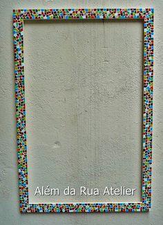 Moldura de mosaico by ALÉM DA RUA ATELIER/Veronica Kraemer, via Flickr