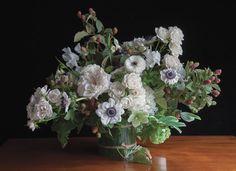 Кустовые розы «Майолика», садовые розы «О'Хара», малина, анемоны, морозник, калина, душистый горошек, купена