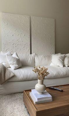 Home Living Room, Living Room Decor, Bedroom Decor, Studio Apartment Living, 60s Bedroom, Living Room Inspiration, Home Decor Inspiration, Decor Ideas, Style Inspiration