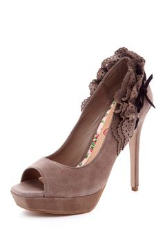 Ruffled Pumps / Cece LAmour