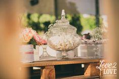Decoração Romântica para Casamento -Tanto tempo que eu não faço um post só de decoração para vocês, não é mesmo?! Mas a postagem de hoje irá compensar toda essa ausência. É que o casamento que eu ...