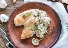 Creamy Garlic Mushroom Chicken photo by on Envato Elements Garlic Mushroom Sauce, Creamy Garlic Mushrooms, Creamy Garlic Chicken, Sweet Sour Chicken, Creamy Mushroom Sauce, Chicken Paprika, Mushroom Chicken, Curried Parsnip Soup, Easy Slimming World Recipes