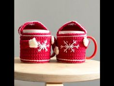 Crochet Coffee Cozy, Crochet Cozy, Crochet Art, Crochet Dolls, Christmas Crochet Patterns, Holiday Crochet, Diy Tea Cosy, Crochet Patron, Diy Gifts For Friends