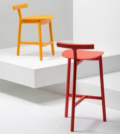 Radice, a colorful, three-legged chair designed by Sam Hecht and manufactured by Italian design brand Mattiazzi. Outdoor Wicker Furniture, Deck Furniture, Furniture Design, Eames Furniture, Furniture Removal, Cheap Furniture, Furniture Ideas, Patio Chairs, Side Chairs