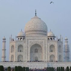 #mytajmemory Taj Mahal simply awesome! #sevenwonders #tajmahal #architecture #building #design #minimal #art #lines #beautiful #archilovers #perspective #symmetry #wonderful_places #tv_travel #braroundtheworld #tv_pointofview #sky #maiorviagem #shots_r_stars #amazing #rsa_architecture #agra #india #asiatrip #CarolAsiaView by carolworldview #IncredibleIndia #tajmahal