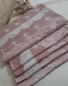 Towel, Blanket, Womens Fashion, Shape Crafts, Creativity, Stitches, Embroidered Pillowcases, Needlepoint, Women's Fashion