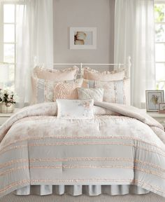 Decorate your room in exquisite style with the Serendipity comforter set from Madison Park, featuring the soft touch of cotton as well as tufted fabric, floral print and polka dots for a textured look. Grey Duvet, Floral Comforter, Bedding Sets Online, Queen Comforter Sets, Bedroom Loft, Master Bedroom, Luxurious Bedrooms, Luxury Bedding, 1 Piece