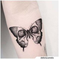 Crâne Papillon Blackwork - Tatuaggio farfalla – Tatouage papillon tatoué -Tatouage Crâne Papillon Blackwork - Tatuaggio farfalla – Tatouage papillon tatoué - Even though flower tattoos are typically not synonymous with men, they have slowly but s.