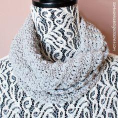 Soft as a Cloud Cowl Free Crochet Pattern @OombawkaDesign
