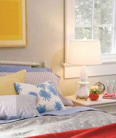 Decorating Tricks for Your Bedroom Keep Scale in Mind: Gauge the size of your bedside lamp by the scale of your bed: A four-poster would call for a big fixture; for a low bed, choose something smaller. Gold Bedroom, Dream Bedroom, Modern Bedroom, Master Bedroom, Upstairs Bedroom, Home Bedroom Design, Bedroom Decor, Bedroom Ideas, Bedroom Table