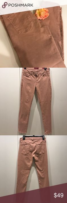 👖NWOT Lucky Brand Nude Pink Cropped Jean 🌺 Lucky Brand Nude Pink Cropped 🌺 Jean, very cute design  and casual style, easy to go with any outfits, super comfy to wear, perfect for work/ weekends/ dinning out, never worn in perfect condition 🎀🎀🎀                                                                                     👛👛👛No Trade, sorry 🛍🛍🛍                                           💰💰💰Bundle and Save💸💸💸 Lucky Brand Jeans Ankle & Cropped