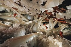 Cave of the Crystals or Giant Crystal Cave is a cave connected to the Naica Mine 300 metres ft) below the surface in Naica, Chihuahua, Mexico. The main chamber contains giant selenite crystals (gypsum, some of the largest natural crystals ever found. Monte Roraima, Mexican Desert, Pamukkale, Large Crystals, Natural Crystals, Zhangjiajie, Algarve, Natural Wonders, Geology