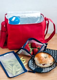 Lunchbox Menu #3. Bagel with cream cheese and cherry jam.