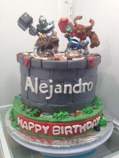 Skylanders cake. Tips to make Grey Fondant and other tutorials here. #skylandersparty #skylanderscake #fondanttips