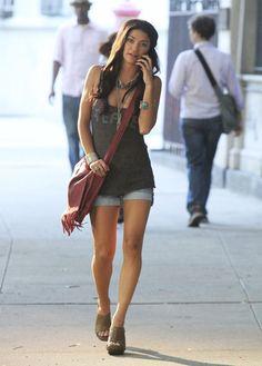 Jessica Szohr Envelope Clutch - Jessica Szohr Looks - StyleBistro Star Fashion, Boho Fashion, Girl Fashion, Fashion Outfits, Girl Celebrities, Beautiful Celebrities, Celebs, Celebrity Outfits, Celebrity Style
