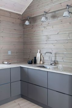 House Plans Mountain Interiors New Ideas Kitchen Interior, Kitchen Decor, Kitchen Design, Norway House, Modern Cottage, Scandinavian Living, Cuisines Design, Log Homes, Home Kitchens