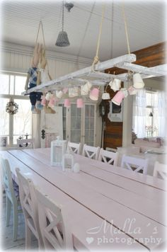 hang some baskets form a ladder Kitchen Dinning Room, Country Dining Rooms, Dining Table, Vintage Ladder, Sweet Home, Shabby Home, Store Interiors, Cottage Kitchens, Cottage Style