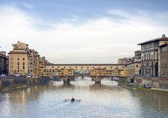 Florencia: Capital de Italia entre 1865 y 1871 durante la Unificación italiana, en la edad media fue un importante centro cultural, económico y financiero. Conoció su época de mayor esplendor tras la instauración del Gran Ducado de Toscana bajo el dominio de la dinastía Médici.