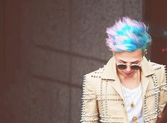 GDragon's awesome hair looks like cotton candy ^-^