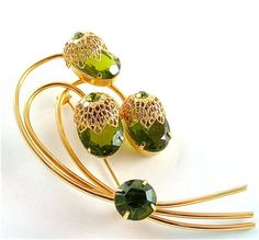 Sarah Coventry Brooch $28.00 - thats all?  Ok, I will consider it... AND wear it!!